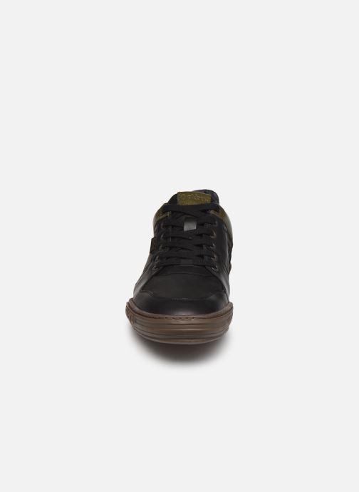 Sneakers Kickers JUNGLE Nero modello indossato