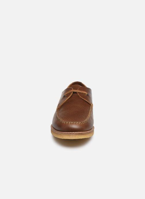 Zapatos con cordones Kickers MOKLAY Marrón vista del modelo