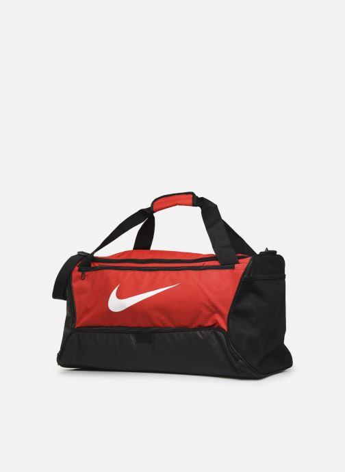 Sacs de sport Nike Nk Brsla M Duff - 9.0 (60L) Rouge vue portées chaussures