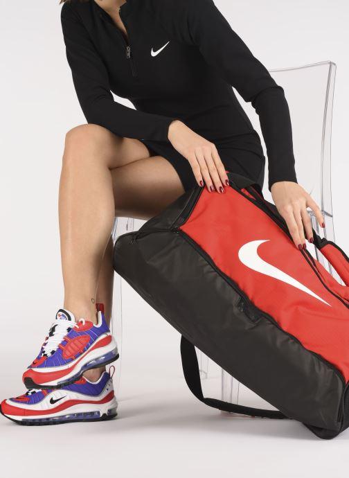 Sacs de sport Nike Nk Brsla M Duff - 9.0 (60L) Rouge vue bas / vue portée sac
