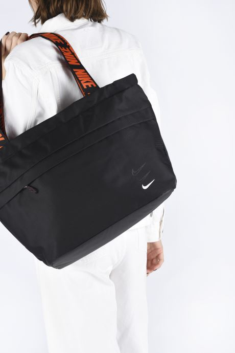 Sports bags Nike Nk Sprtswr Essentials M Tote Black view from underneath / model view