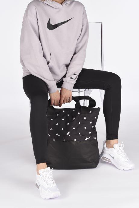 Sporttaschen Nike W Nk Radiate Tote - Aop Sp20 schwarz ansicht von unten / tasche getragen