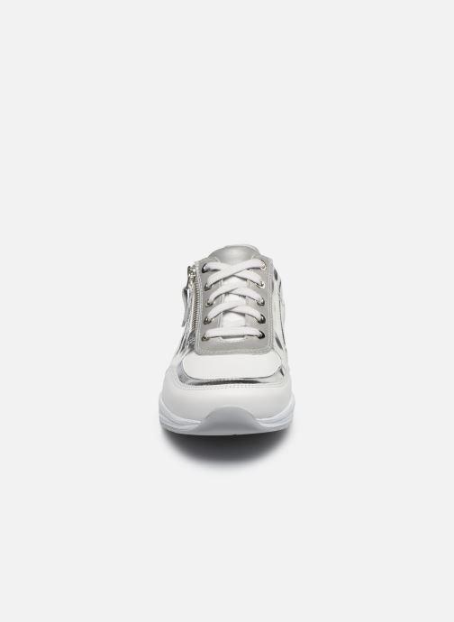 Sneakers Mephisto Ylona C Bianco modello indossato