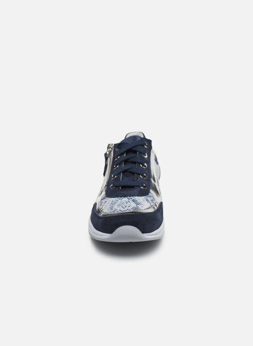 Sneakers Mephisto Ylona C Azzurro modello indossato