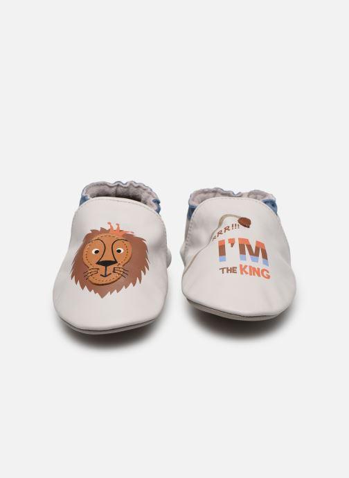 Pantuflas Robeez Lion King Beige vista del modelo