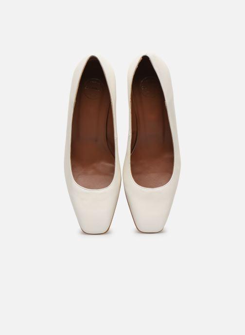 Zapatos de tacón Made by SARENZA South Village Escarpin #4 Blanco vista del modelo
