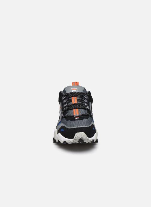 Sneakers FILA Trail Wk Nero modello indossato