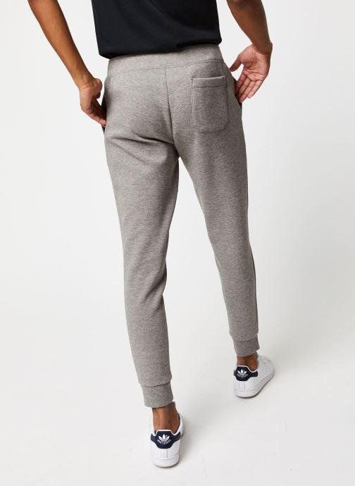 Vêtements Polo Ralph Lauren Jogging Confort Pony Gris vue portées chaussures