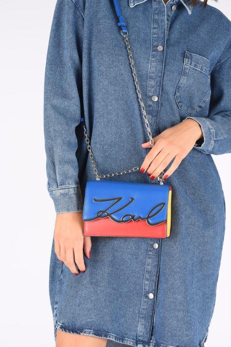 Handtaschen Karl Lagerfeld K/Signature Bauhaus Small mehrfarbig ansicht von unten / tasche getragen
