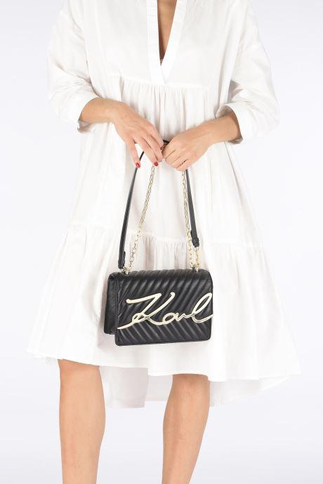 Handtaschen Karl Lagerfeld K/Signature Stitch Md Shoulderbag schwarz ansicht von unten / tasche getragen