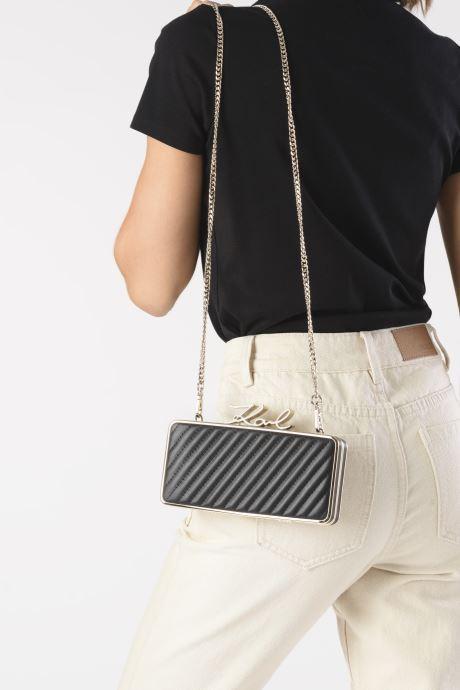 Handtaschen Karl Lagerfeld K/Signature Lock Minaudiere schwarz ansicht von unten / tasche getragen