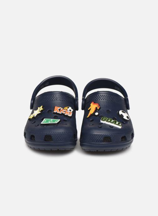 Sandales et nu-pieds Crocs Classic Chrome Clog K Bleu vue portées chaussures