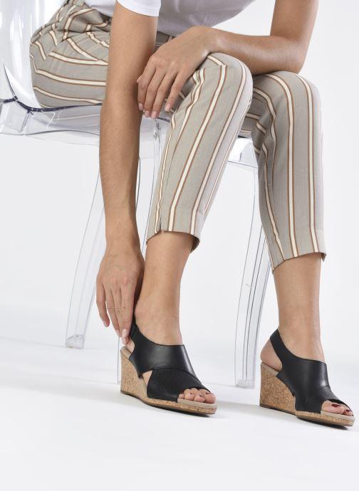 Sandalen Clarks Lafley Joy schwarz ansicht von unten / tasche getragen