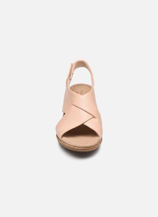 Sandali e scarpe aperte Clarks Lafley Alaine Rosa modello indossato