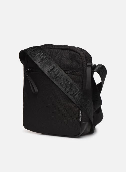 Herrentaschen Pepe jeans Camp Medium Shoulder Bag schwarz ansicht von rechts