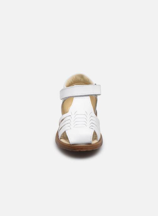 Sandalen Naturino Falcotto Flysch weiß schuhe getragen