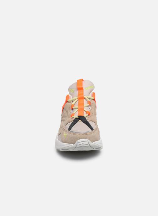 Sneakers Reebok Aztrek 96 Adventure Beige modello indossato