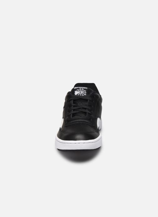 Sneakers Reebok Bb 4000 Nero modello indossato