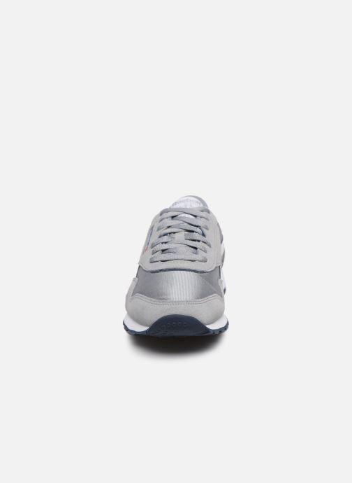 Sneakers Reebok CL NYLON Grigio modello indossato