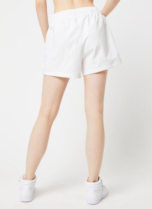 Vêtements Reebok Cl D Team Shorts Blanc vue portées chaussures