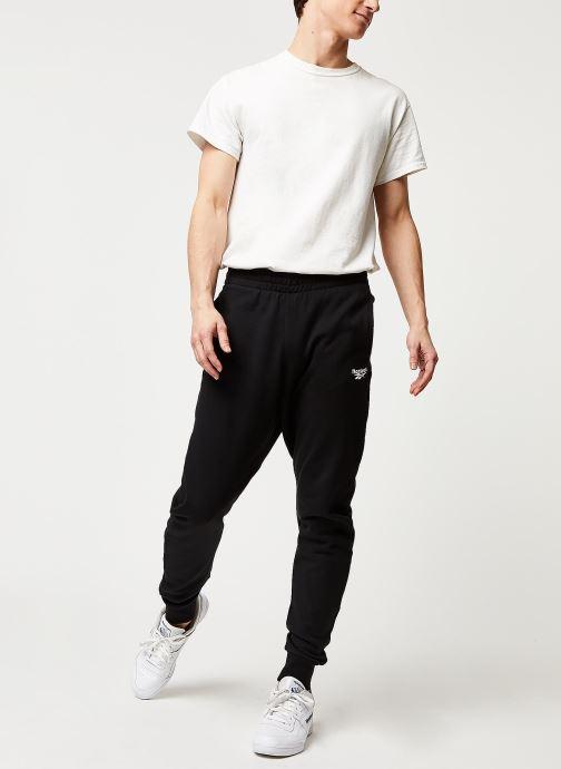 Vêtements Reebok Cl F Vector Pant Noir vue bas / vue portée sac