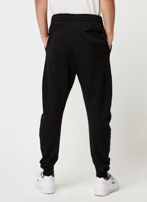 Vêtements Reebok Cl F Vector Pant Noir vue portées chaussures