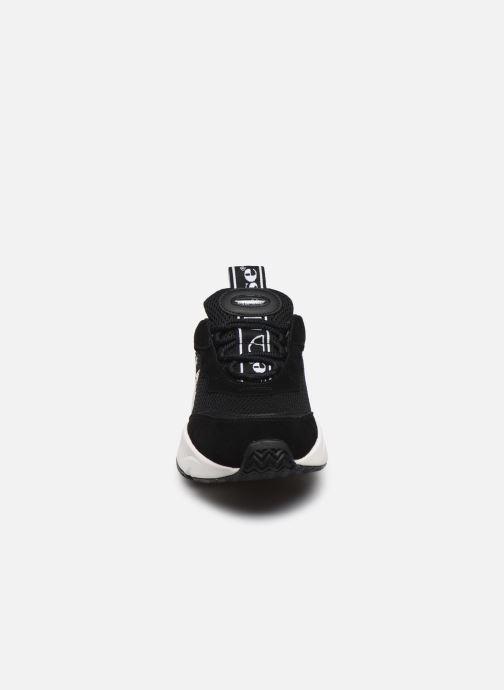 Sneakers Ellesse Massello Synt Nero modello indossato