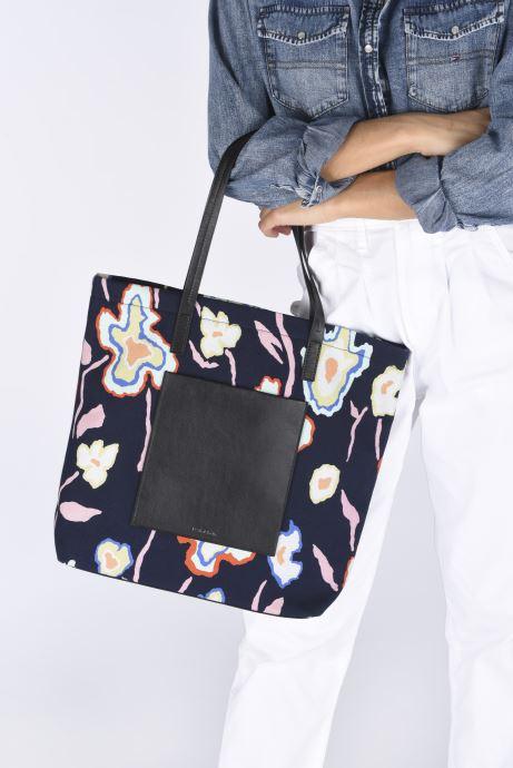 Handtaschen PS Paul Smith Tote Bag Heat blau ansicht von unten / tasche getragen