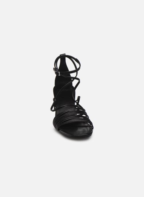 Sandali e scarpe aperte Vagabond Shoemakers AMANDA 4905-001 Nero modello indossato