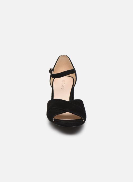 Sandales et nu-pieds Bianco BIACATE Suede Cross Sandal Noir vue portées chaussures