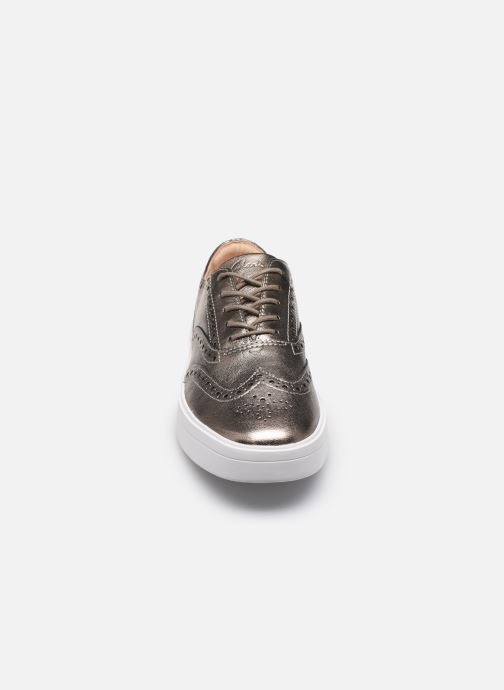 Sneakers Clarks Hero Brogue. Argento modello indossato