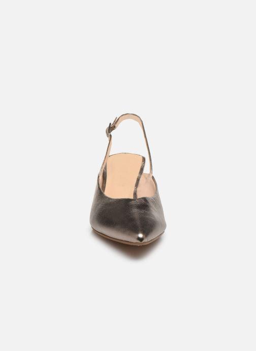 Zapatos de tacón Clarks Laina55 Sling Plateado vista del modelo