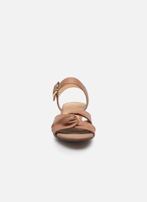 Sandales et nu-pieds Clarks Sense Strap Rose vue portées chaussures