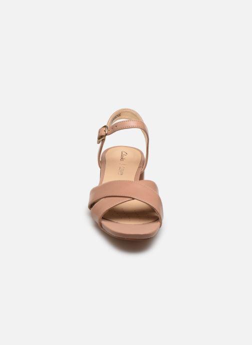 Sandali e scarpe aperte Clarks Sheer35 Strap Rosa modello indossato