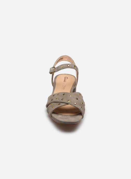Sandales et nu-pieds Clarks Sheer35 Strap Vert vue portées chaussures