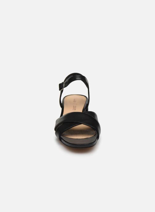 Sandales et nu-pieds Clarks Sheer35 Strap Noir vue portées chaussures