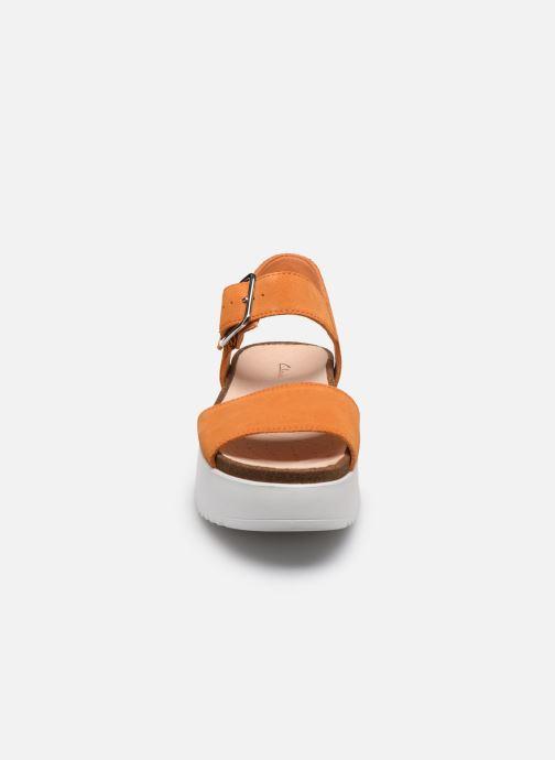 Sandales et nu-pieds Clarks Botanic Strap Orange vue portées chaussures