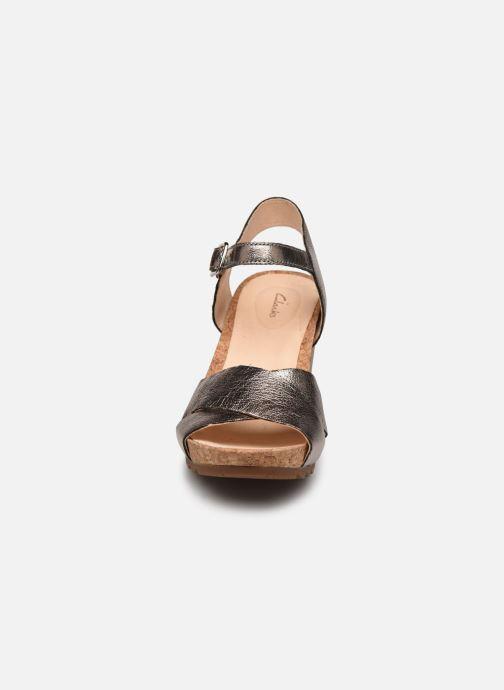 Sandales et nu-pieds Clarks Flex Sun Argent vue portées chaussures