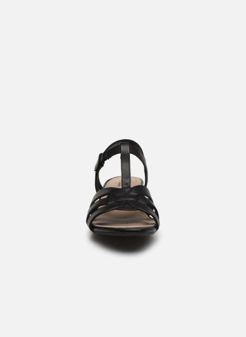 Sandales et nu-pieds Clarks Abigail Daisy Noir vue portées chaussures