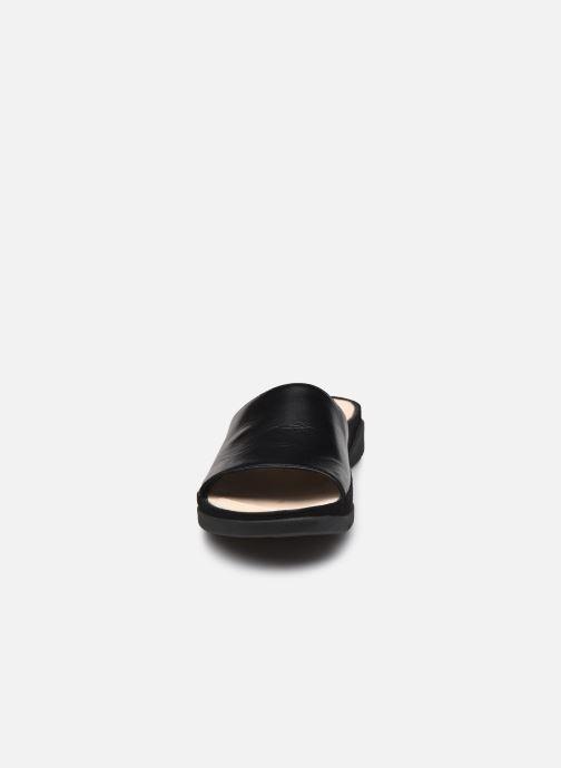 Zuecos Clarks Tri Slide Negro vista del modelo