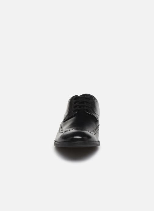 Scarpe con lacci Clarks Stanford Limit Nero modello indossato