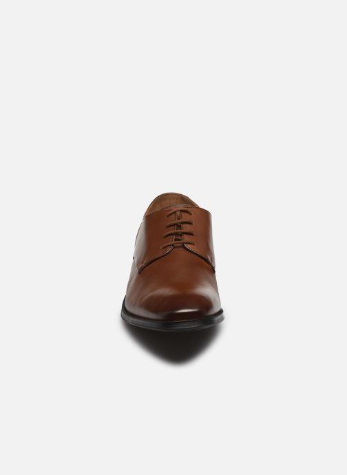 Chaussures à lacets Clarks Gilman Plain Marron vue portées chaussures