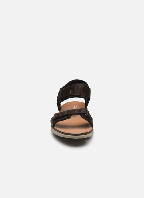 Sandali e scarpe aperte Clarks Tri Cove Trail Marrone modello indossato