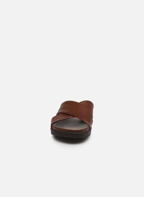Sandales et nu-pieds Clarks Sunder Cross Marron vue portées chaussures