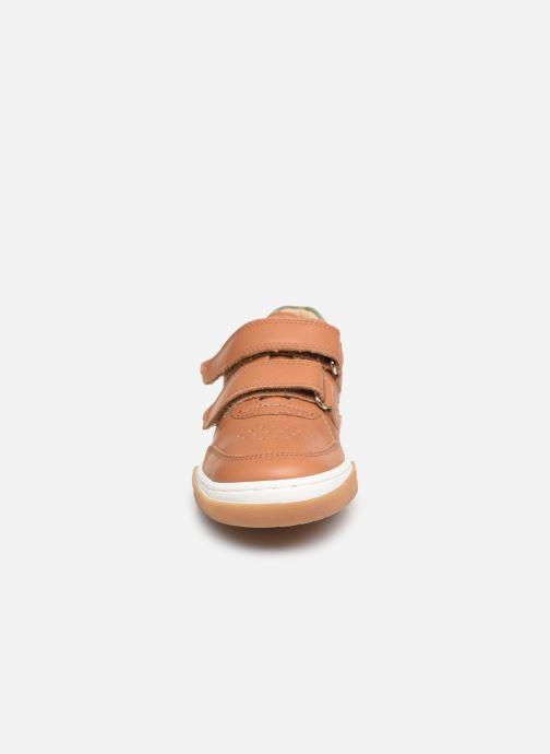Baskets Shoo Pom John Lo Scratch Marron vue portées chaussures