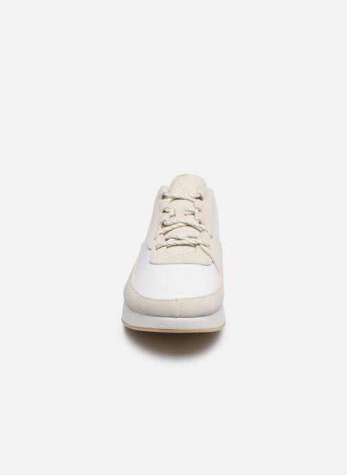 Baskets Clarks Originals Kiowa Pace M Blanc vue portées chaussures