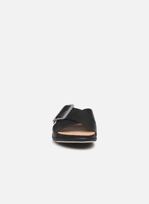 Zuecos Cloudsteppers by Clarks Step JuneShell Negro vista del modelo