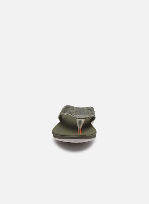 Infradito Cloudsteppers by Clarks Step Beat Dune Verde modello indossato