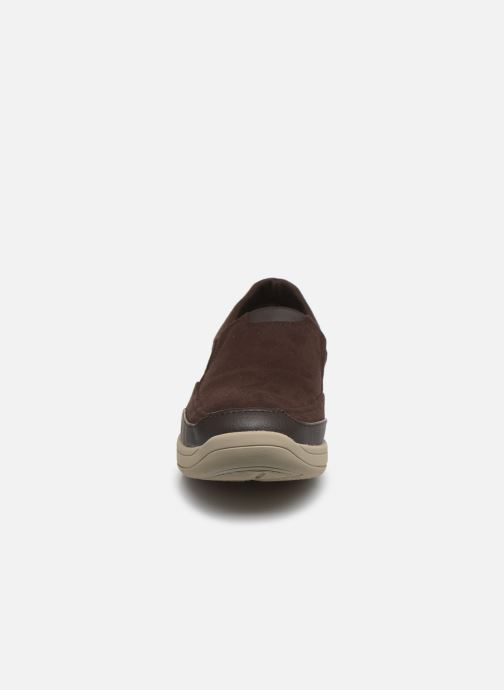 Sneakers Cloudsteppers by Clarks StepStrollEdge Marrone modello indossato