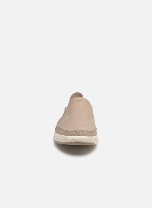 Sneakers Cloudsteppers by Clarks Step Isle Row Beige modello indossato